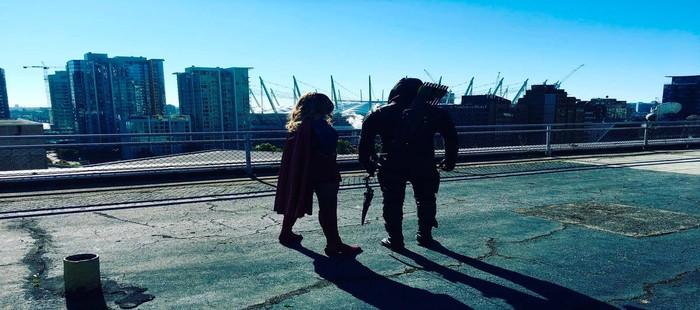Arrow y Supergirl en la primera imagen de su uni�n de argumentos