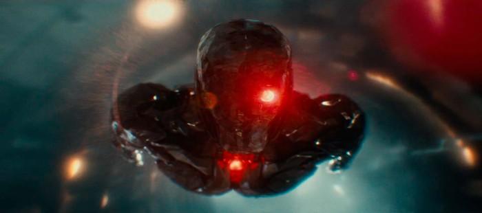 La Liga de la Justicia: Nueva imagen de Cyborg con su traje espacial