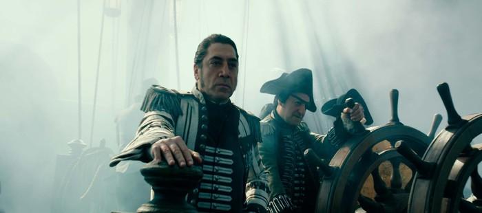 Piratas del Caribe 5: Nueva imagen con el Capitán Salazar tras Jack Sparrow