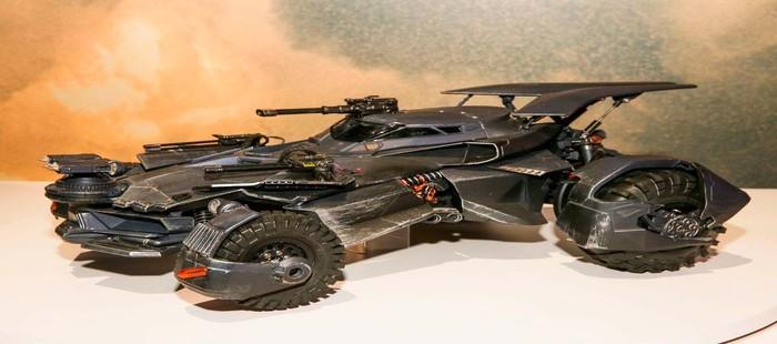 La Liga de la Justicia: Primer vistazo al nuevo Batmóbil